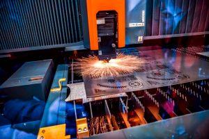 laserski razrez kovine s sodobnimi laserji