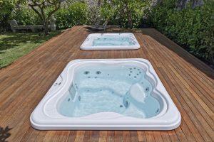 Poletni masažni bazen na domačem vrtu