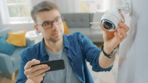 Notranja nadzorna WiFi kamera poskrbi za vašo varnost in varnost vašega doma