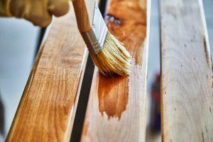 Kakovostne barve za les so vam na voljo v številnih prodajalnah
