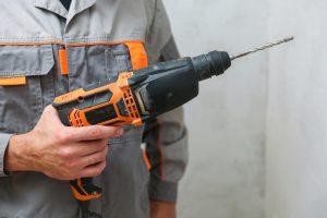 Za lomljenje betona lahko uporabite udarno kladivo