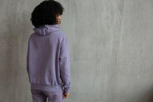 Udobna ženska trenirka v vijolični barvi